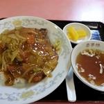 慶華楼 - 排骨飯(骨付ロース肉のカレー風味丼) 980円