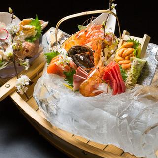 【感動をお届け】オーナー手造りの氷鉢に旬のお刺身を盛り付け!