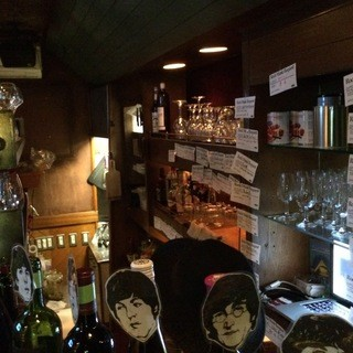 姉妹店「ロックモ」は音楽とワインを楽しむ隠れ家バー!