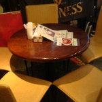 ロッキンカフェ シブヤ ガビガビ - テーブル