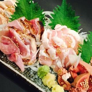 宮崎県直送の赤鷄たたきと国産鶏刺し!