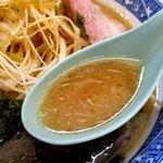 ラーメンショップ - まろやかな豚骨醤油味のスープ!