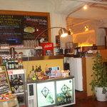 U2 Cafe - 入って最初にご注文、お会計となります。