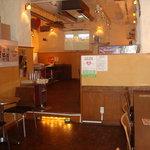 U2 Cafe - 奥は広々。パーティーや飲み会にも使えます!