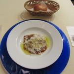 イル・ラメリーノ  - 冷製トマトスープ、パン