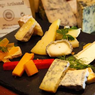 ワインを豊富な種類のハム、チーズとご一緒に♪