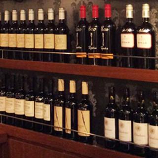 国内外30種類以上を取り揃えた充実のワイン★