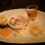 Js Leaf - チーズ盛り合わせ(くるみと紅茶シロップ)