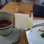 カフェ&雑貨 niko - 料理写真:2016年3月。・白桃のロールケーキ  ・ヨーグルトムース  ・餡入りパイ