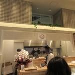 博多えんむすび - 博多マルイの一階にある手作りおにぎりとお惣菜のお店です。