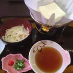 50328429 - とろける湯豆腐、うどんセット580円