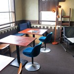GEEEK - 店内風景①二人掛けテーブルが4卓あります(2016.4.28)