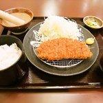 明日香 - 100gロースカツ定食(580円)