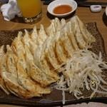 50330260 - たんと餃子(ひとり10個ずつ)