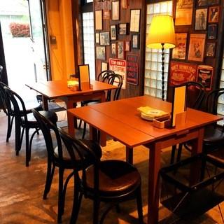 【2~4名様】ウッド調のおしゃれなテーブル席