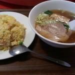 美香飯店 - 料理写真:チャーハン&半ラーメン 702円