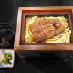 いた屋本家 - うなぎのせいろ蒸し(並)¥1990。甘さがしつこくなく、上品なお味でした。肝吸いと香物がついています。
