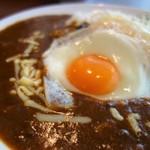 LOHAS cafe 今池 - カレー目玉焼き・チーズトッピング