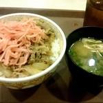 すき家 - 牛丼 並 350円とみそ汁 80円