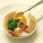 ル・パティシエ・ジョーギ - チーズエッグ(卵に見せかけて、マンゴーピューレ)
