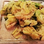 ト灯 - アンチョビ&春キャベツ炒めでビールぐびぐび
