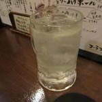 九州居酒屋 一丁目一番地 - 生絞りレモンサワー 540円