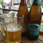 フレッシュネスバーガー - ハワイのビール ロングボードとビックウェーブ