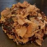 お好み焼き ごんた - ごんた焼ぶた玉。ステーキサイズの豚肉が乗っていて食べ応えあり。肉好きな方にオススメ。