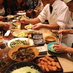 麻布 幸村 - お番菜(マカロニサラダ、筑前煮、小松菜とお揚げのおひたし、ハムカツ、鶏の唐揚げ 等々)