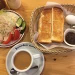 コメダ珈琲店 - 料理写真:モーニングCセット+サラダ+トースト