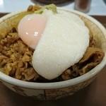 すき家 - わさび山かけ牛丼(並盛)+温玉