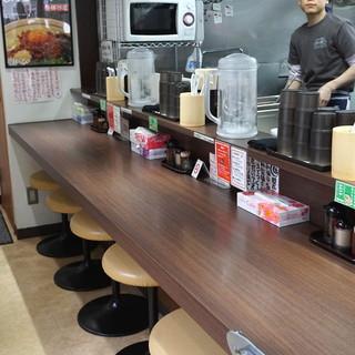 麺屋はなび 新宿店 - 店内