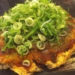 はいからさん - 今日も、麺なし、野菜ダブルのネギトッピングのお好み焼き。850円。