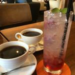 パセレッティ - ホットコーヒー〈ランチに+100円外〉& ラズベリーソーダ〈650円外〉