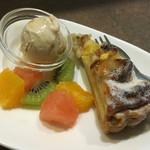 ピキタン - デザート       (パインとバナナのタルト、黒蜜きな粉のアイス)