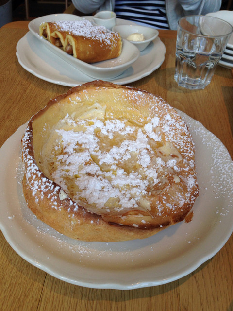 オリジナルパンケーキハウス 原宿店 - 4/29 バターかけて、レモン絞って、パウダーシュガーをかけていただきます。