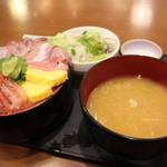 海宝丸 - 料理写真:本マグロ入り海鮮丼