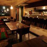 エスティロ・リブレ - テーブル席は横並びで最大25名様まで着席可能