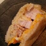 雪ノ下 - 1604_雪ノ下_富士の鶏サンド@900円_鶏が肉厚で食べごたえ抜群!