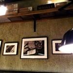 ビオディナミ - 壁には契約農家さんの写真も飾られてます。