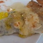 50381678 - チーズピッツア はちみつとオレンジ風味のオリーブオイルをかけて