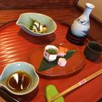 豆水楼 - 主人は日本酒を