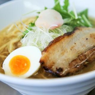 和出汁、スープ、麺、具材には、厳選した国産食材を使用!!