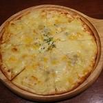 銀座ライオン - チーズたっぷりの6種チーズのおつまみピザ