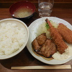 キッチン オニオン - チキンソテー&カニクリーム&エビフライ ¥790-