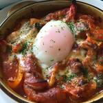 50394441 - 2016/04 彩り野菜とソーセージと半熟卵のオーブン焼き