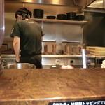 麺創研かなで 紅 - 厨房