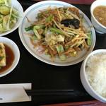中華餃子坊 - 肉野菜炒めセット 800円