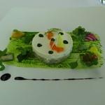 50398232 - 真鯛のタルタルとハーブクリーム 彩り野菜添え
