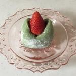 農家の茶屋 自然満喫倶楽部 - 苺大福、250円です。